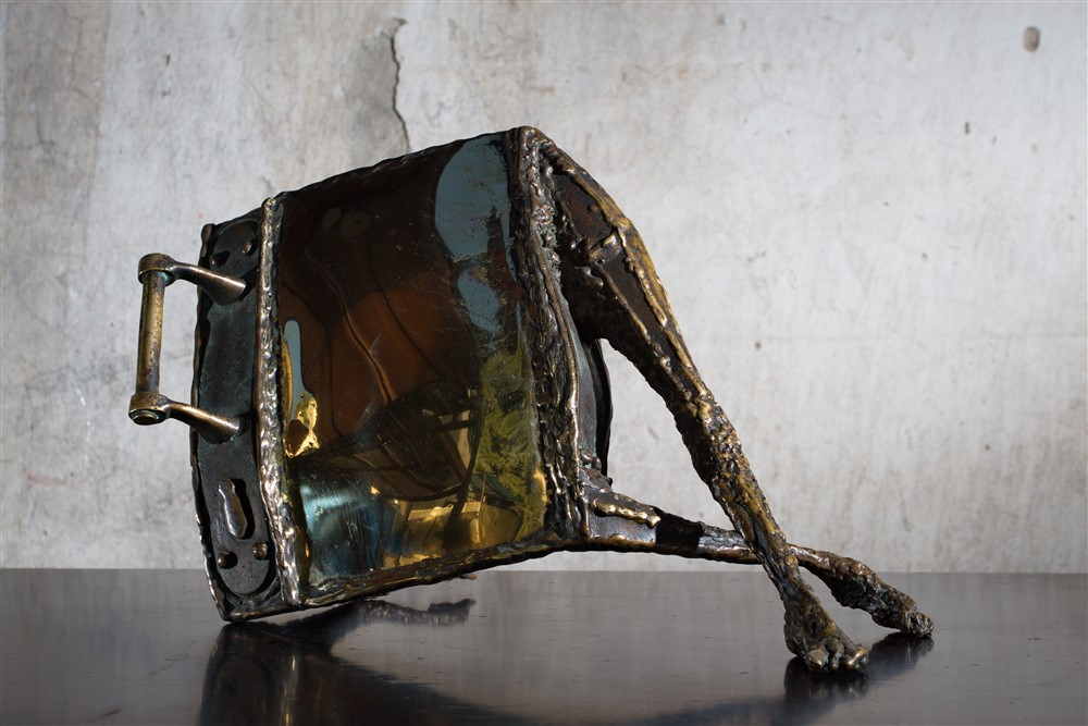 omul oglinda III bronz 30x42x21 cm